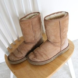 Ugg classic short boot size 9